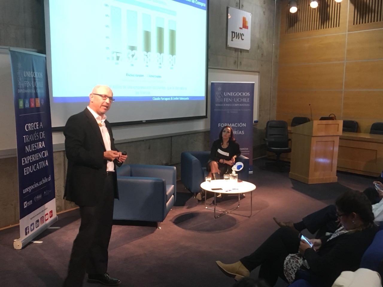 """Socio De PMG Expone En Charla """"Marca A Tu Cliente"""" En La Facultad De Economía Y Negocios De La Universidad De Chile"""